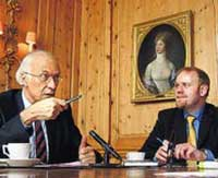 Bernhard Buess und Ludger Wößmann im Gespräch (Foto: Welt am Sonntag)